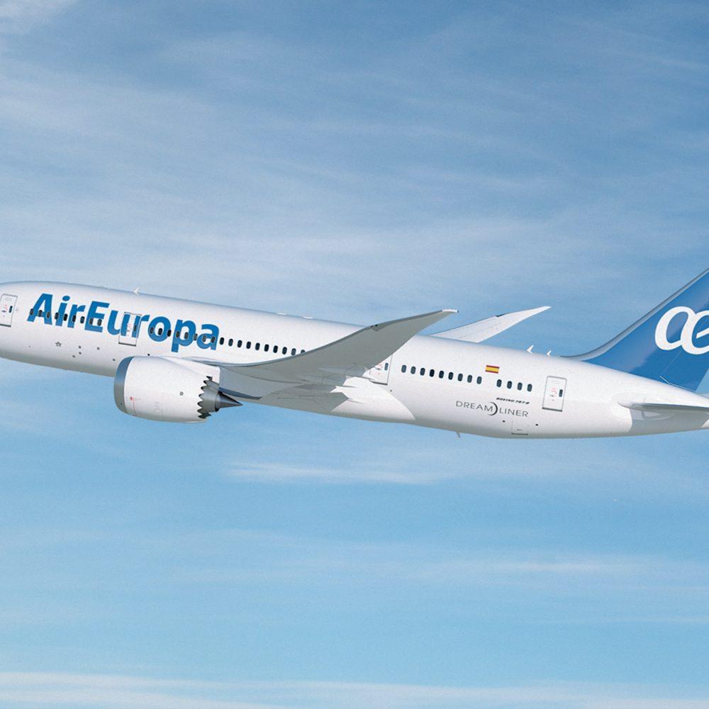 La Federación y AIR EUROPA renuevan el acuerdo de colaboración